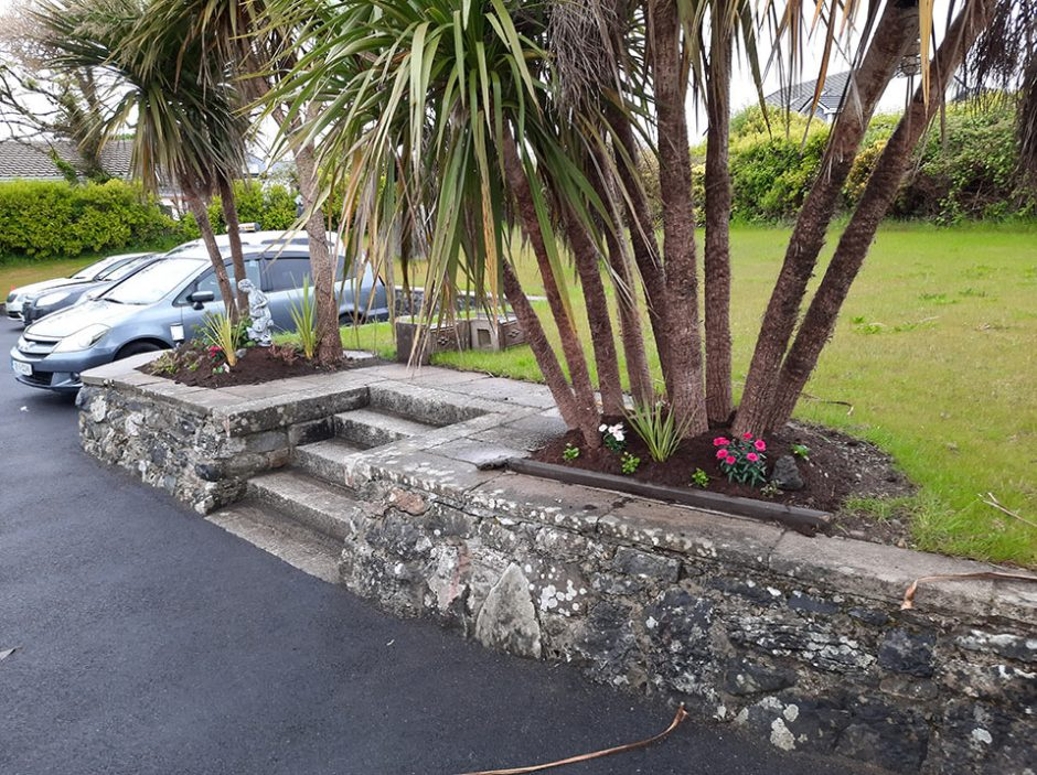 Brinkwater House - Front lawn carpark