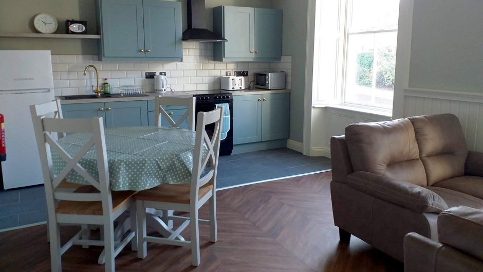 Modh Eile House - Accommodation unit, kitchen and living room