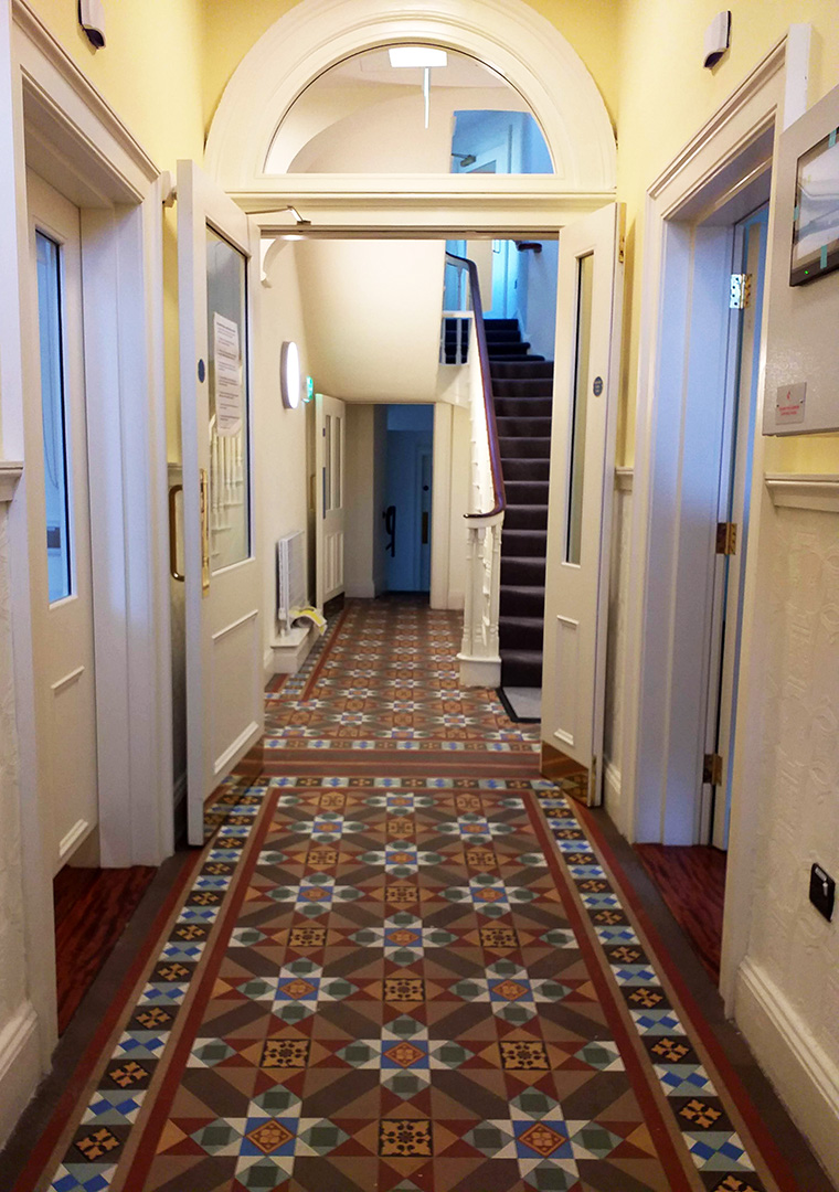 Modh Eile House - Entrance hallway