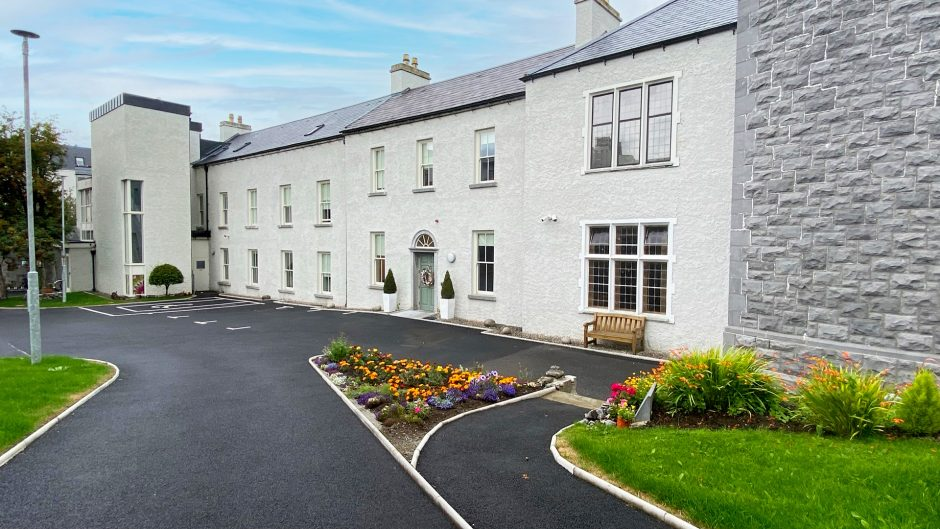 Modh Eile House - Front view